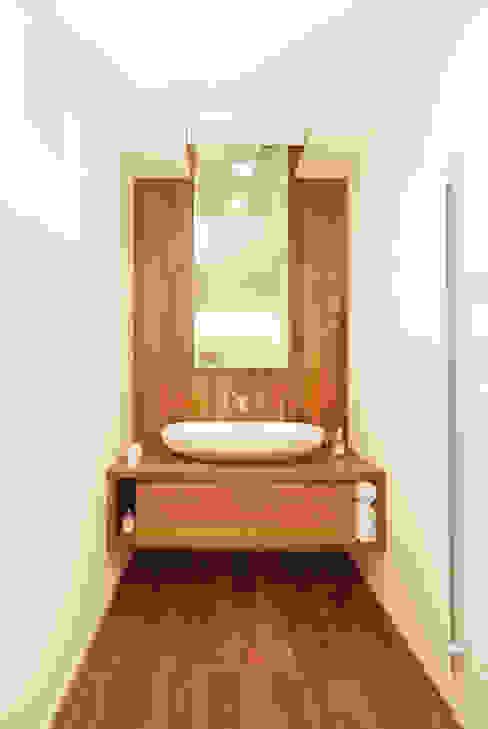 Baños de estilo  por STUDIO CERON & CERON