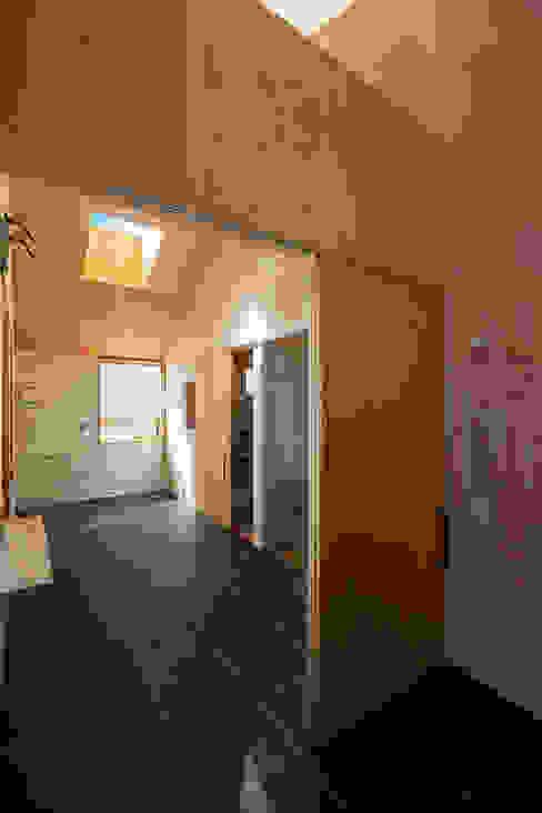 現代浴室設計點子、靈感&圖片 根據 タクタク/クニヤス建築設計 現代風