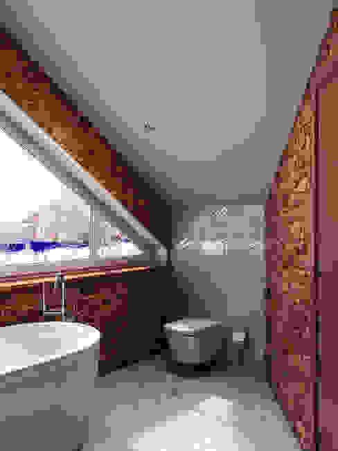 Ванная комната в Порошкинской усадьбе: Ванные комнаты в . Автор – HOMEFORM Студия интерьеров, Кантри