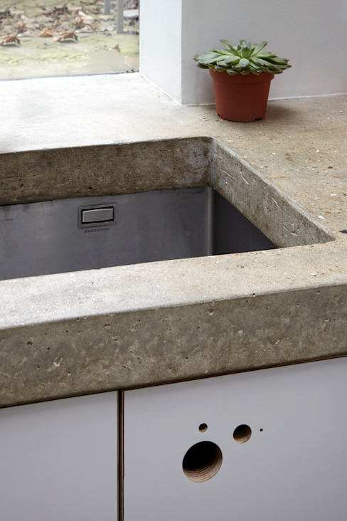 Sink within the concrete work top: modern  by Fraher and Findlay, Modern