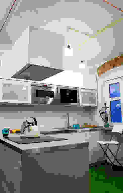 Mieszkanie w starej kamienicy: styl , w kategorii Kuchnia zaprojektowany przez Pracownia B2,Industrialny