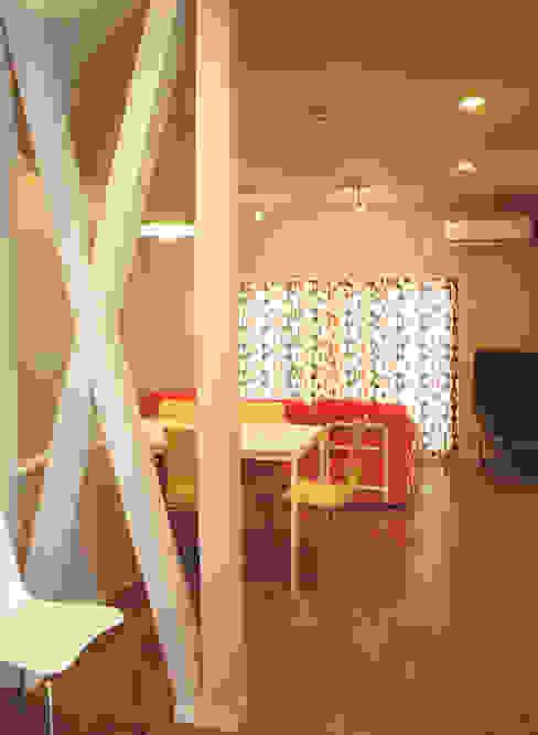 早稲田のシェアハウス 北欧デザインの ダイニング の 奥村召司+空間設計社 北欧