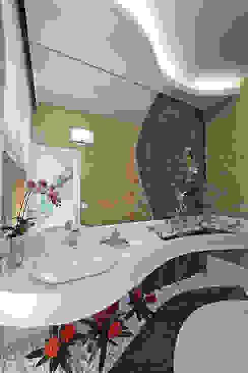 Bagno moderno di Arquiteto Aquiles Nícolas Kílaris Moderno