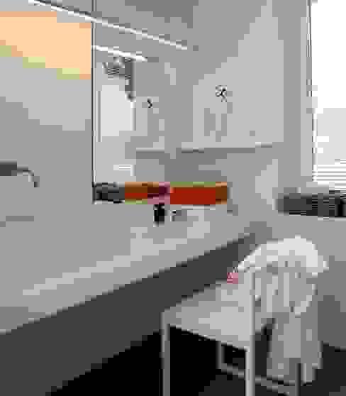 Masterbadezimmer - Farbakzente Innenarchitektur + Design, Eva Maria von Levetzow Klassische Badezimmer