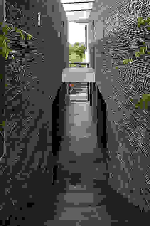 Moderner Flur, Diele & Treppenhaus von Studiozwart Architecten BNA Modern