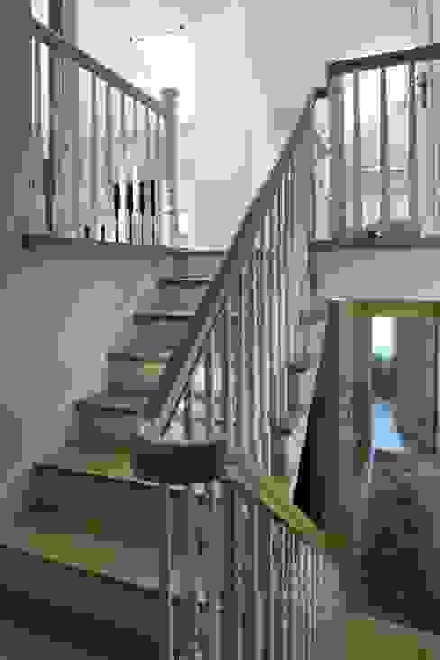 Klasyczna Konstancja Klasyczny korytarz, przedpokój i schody od RS Studio Projektowe Roland Stańczyk Klasyczny