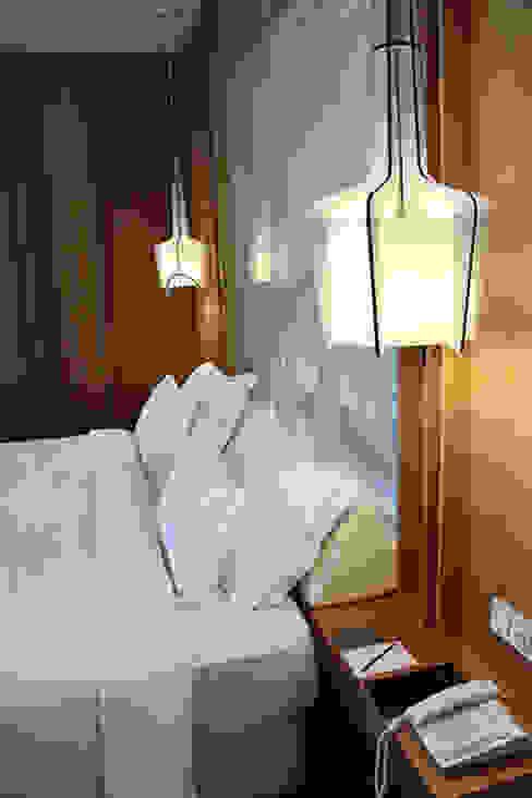Onyria Marinha Edition Hotel & Thalasso Hotéis eclécticos por MOOD, Lamp Design & Lighting Concept Eclético