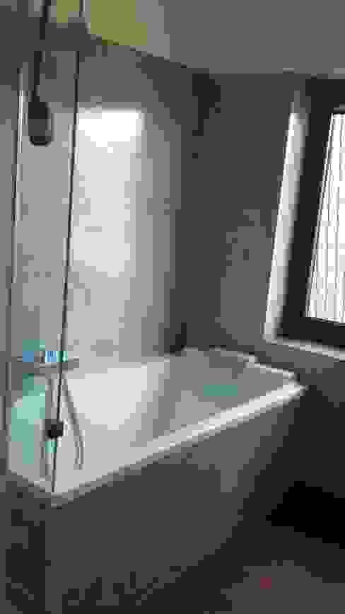 minimalistische Beton Optik statt gerasteter Fliesen Minimalistische Badezimmer von welschwalls.com Minimalistisch