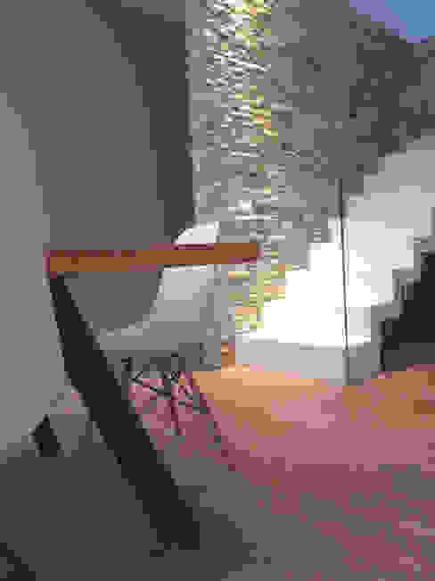 Столовая комната в стиле модерн от Laura Canonico Architetto Модерн