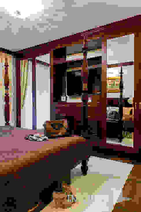 Classic Design - 230m2 Klasyczna sypialnia od TiM Grey Interior Design Klasyczny