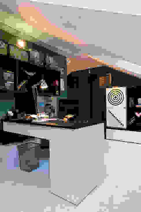 Classic Design - 230m2 Nowoczesny pokój dziecięcy od TiM Grey Interior Design Nowoczesny