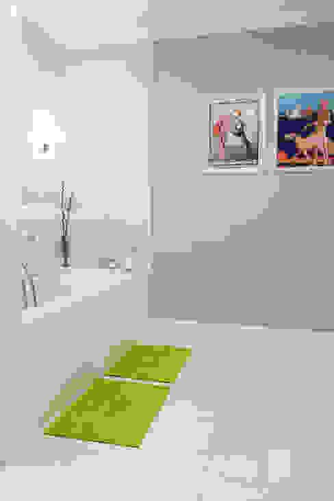 Classic Design - 230m2 Klasyczna łazienka od TiM Grey Interior Design Klasyczny