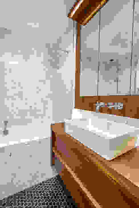 PARIS 8 Salle de bain scandinave par blackStones Scandinave
