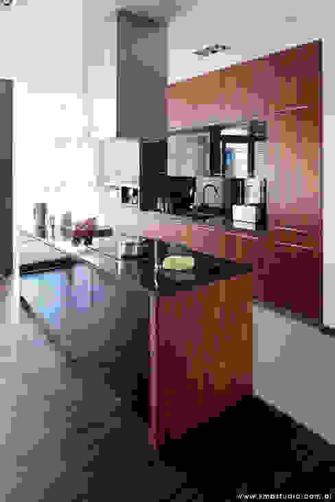 mieszkanie  Wilanów: styl , w kategorii Kuchnia zaprojektowany przez kmb studio,Nowoczesny