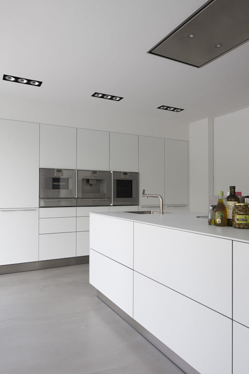 Modern kitchen by Lab32 architecten Modern