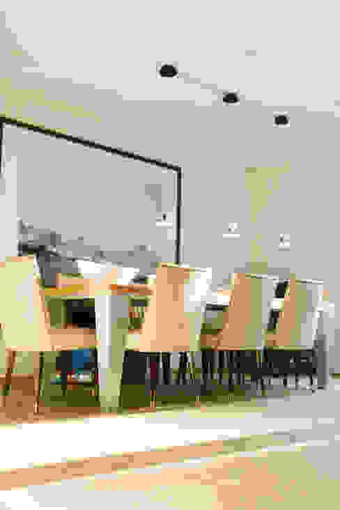 Гостиная в . Автор – Hans Ritschard Architekten AG, Модерн