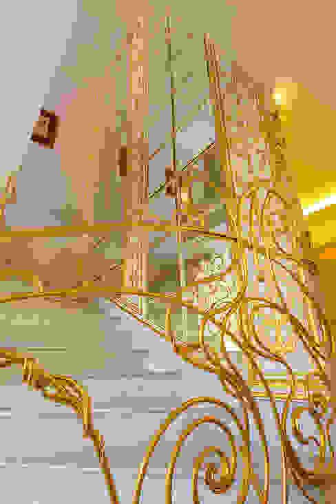 Corridor, hallway & stairs  by Privilege Design,