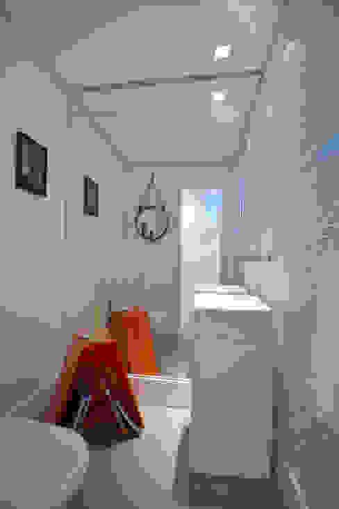Residências Praianas Banheiros tropicais por Michele Moncks Arquitetura Tropical