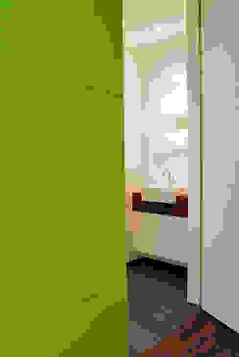 Droomhuis met 'Ambylight':  Badkamer door Lab32 architecten,