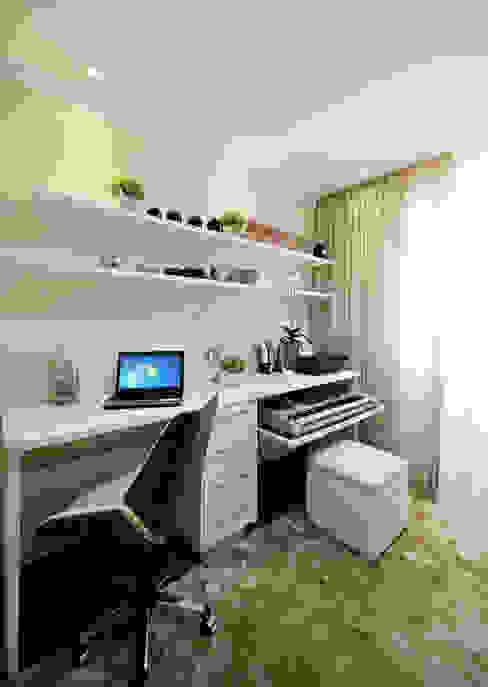 Modern Study Room and Home Office by Designer de Interiores e Paisagista Iara Kílaris Modern
