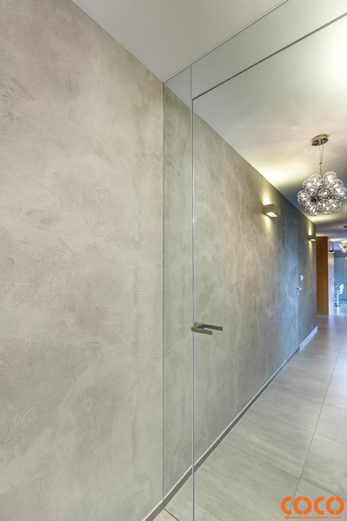 Dom w szarościach COCO Pracownia projektowania wnętrz Minimalistyczne okna i drzwi