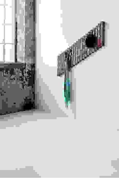 Wardrobe // Kapstok:  Gang, hal & trappenhuis door Studio Rene Siebum