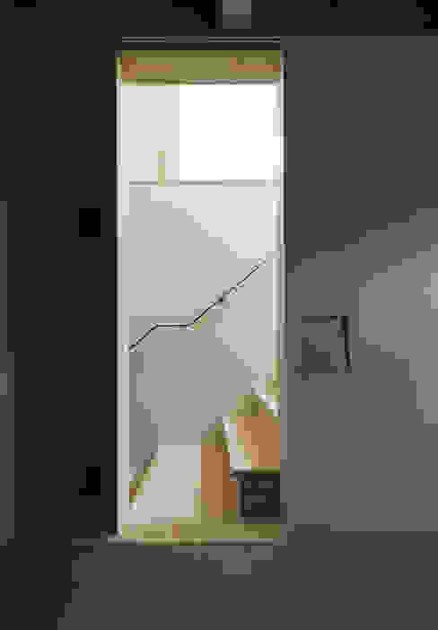FOLD モダンスタイルの 玄関&廊下&階段 の 充総合計画 一級建築士事務所 モダン