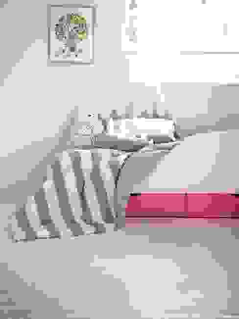 DOUBLE LINE BEDDING: jumine의  침실,모던