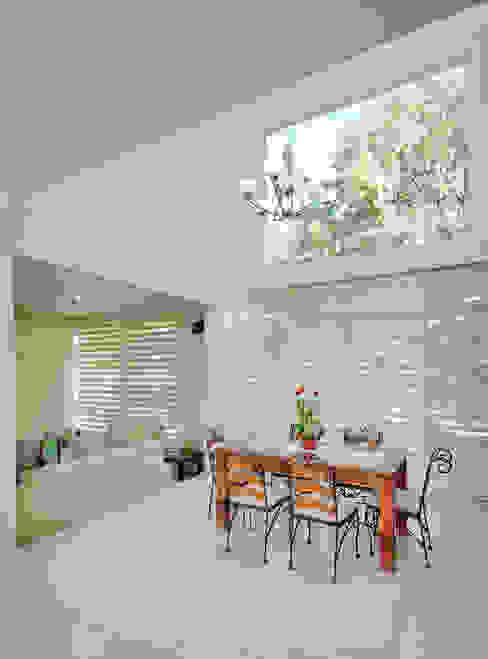 Ruang Makan Modern Oleh Excelencia en Diseño Modern