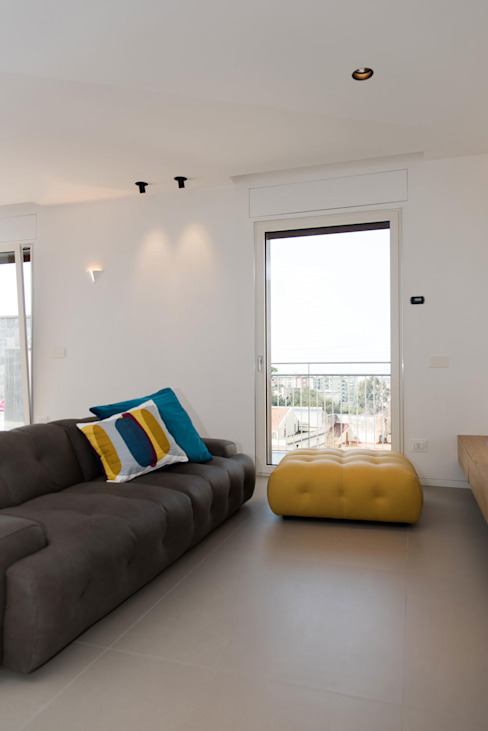 Soggiorno Soggiorno moderno di Studio Vesce Architettura Moderno