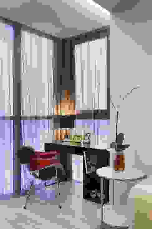 Лоджия Балкон в скандинавском стиле от (DZ)M Интеллектуальный Дизайн Скандинавский
