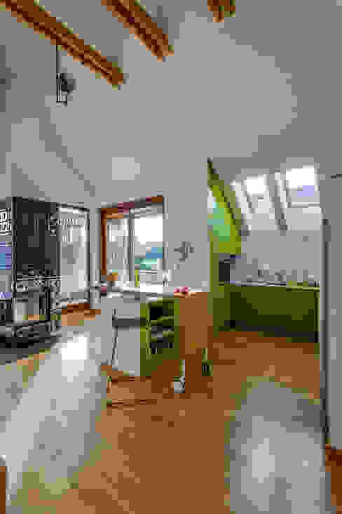 Apartment w Libertowie pod Krakowem: styl , w kategorii Salon zaprojektowany przez Biuro Projektowe Pióro,Minimalistyczny