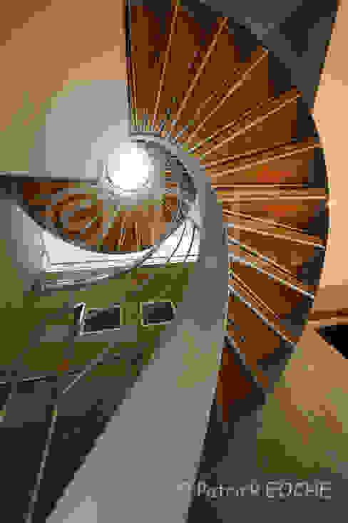 décoration, intérieur, mise en scène, ambiance Couloir, entrée, escaliers modernes par patrick eoche Photographie d'architecture Moderne