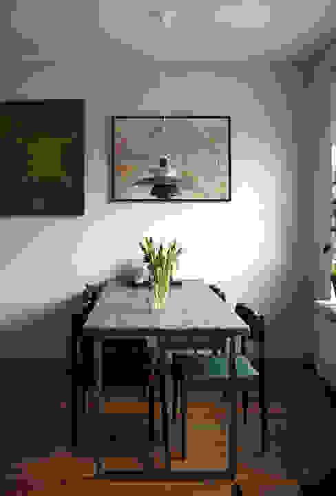 Scandinavian style dining room by JJJASKOLA ARCHITEKCI Scandinavian