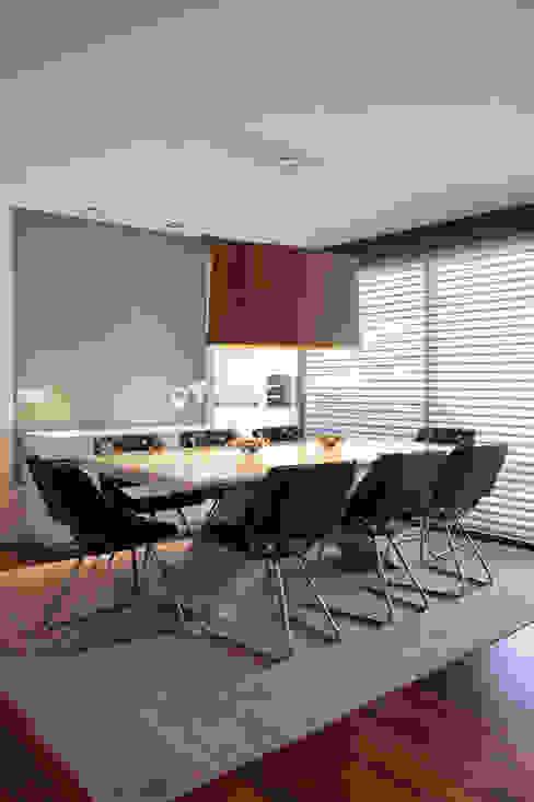 Sala de Jantar Personalizada Salas de jantar modernas por homify Moderno
