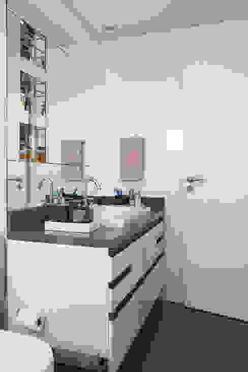 Banheiro Masculino Banheiros modernos por homify Moderno