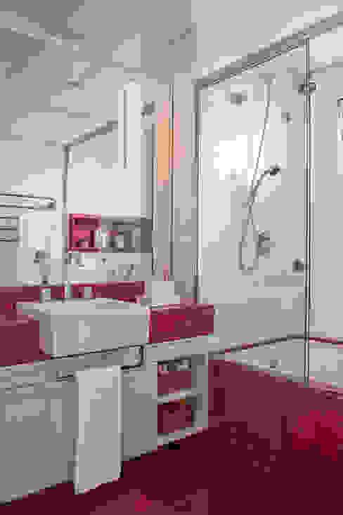 Banheiro Feminino Banheiros modernos por homify Moderno