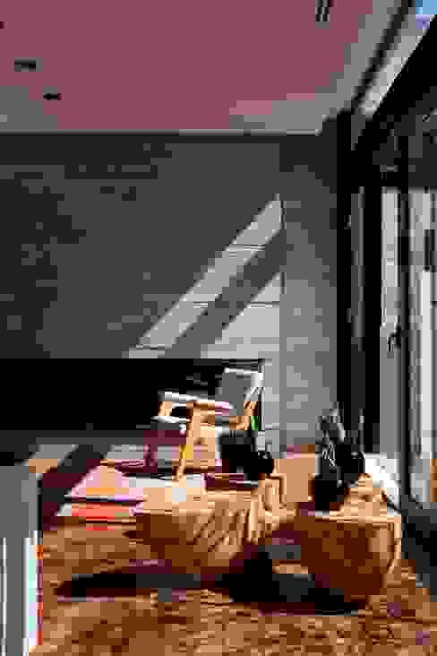 Livings de estilo  por Marcos Bertoldi , Moderno