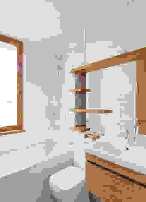 Haringey Brick House Modern bathroom by Satish Jassal Architects Modern