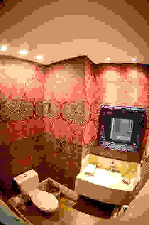 Bathroom by Joana & Manoela Arquitetura