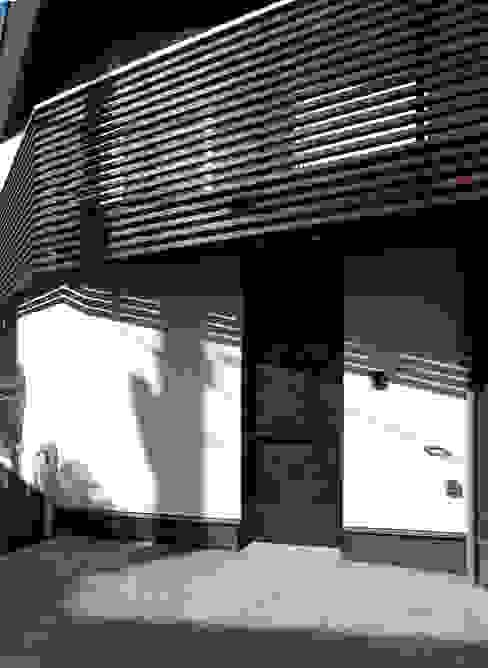 扇翁 モダンな 窓&ドア の 充総合計画 一級建築士事務所 モダン