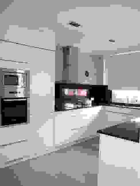 Cucina minimalista di CECILIA POZZI INTERIORISMO Minimalista