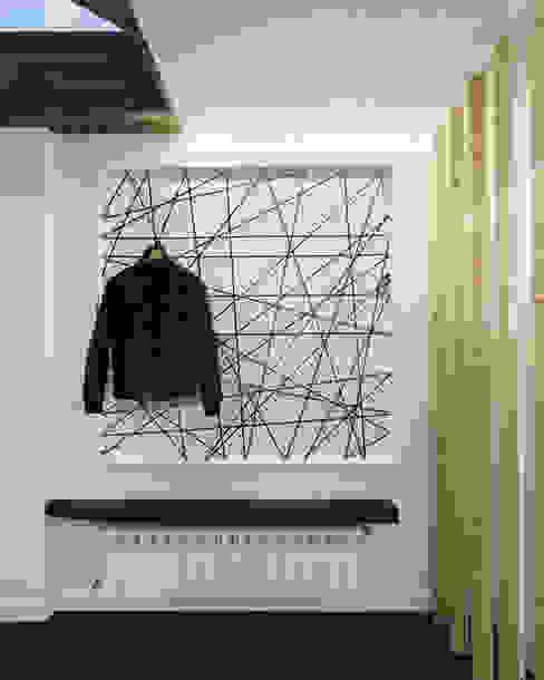 Minimalist corridor, hallway & stairs by Ameneiros Rey | HH arquitectos Minimalist