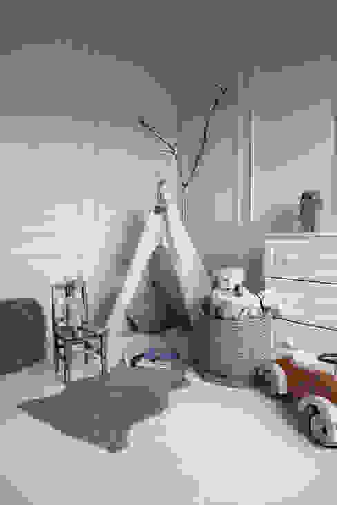 Apartament na Kabatach Skandynawski pokój dziecięcy od Studio Inaczej Skandynawski