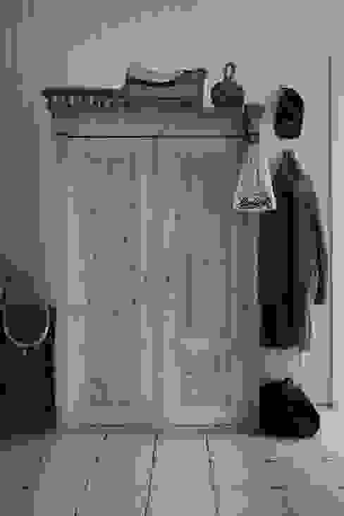 Scandinavian style dressing room by Studio Inaczej Scandinavian