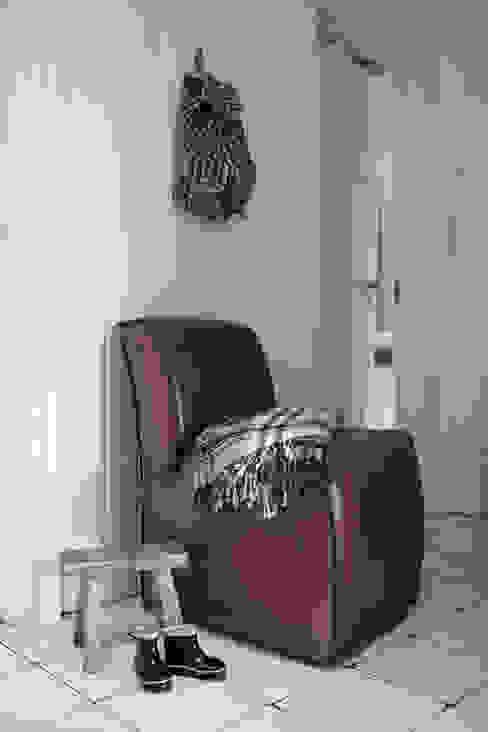 Apartament na Kabatach: styl , w kategorii Korytarz, przedpokój zaprojektowany przez Studio Inaczej,Skandynawski