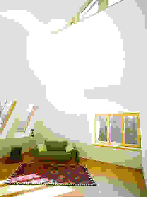 Quartos de criança modernos por rundzwei Architekten Moderno