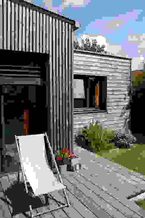 Extension bois cuisine salle à manger Salle à manger moderne par EC architecture Moderne