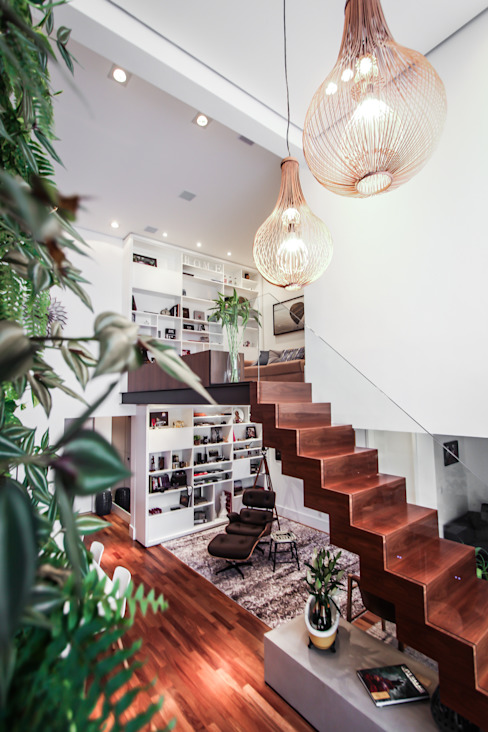 Modern Corridor, Hallway and Staircase by SP Estudio Modern