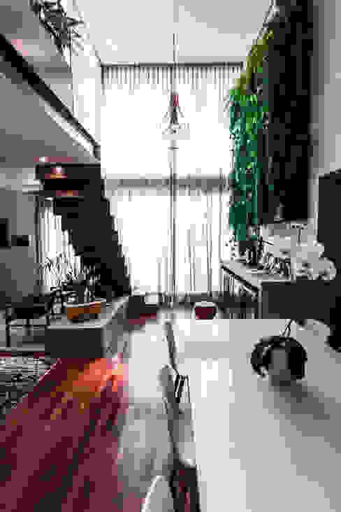 Apartamento Campo Belo Corredores, halls e escadas modernos por SP Estudio Moderno